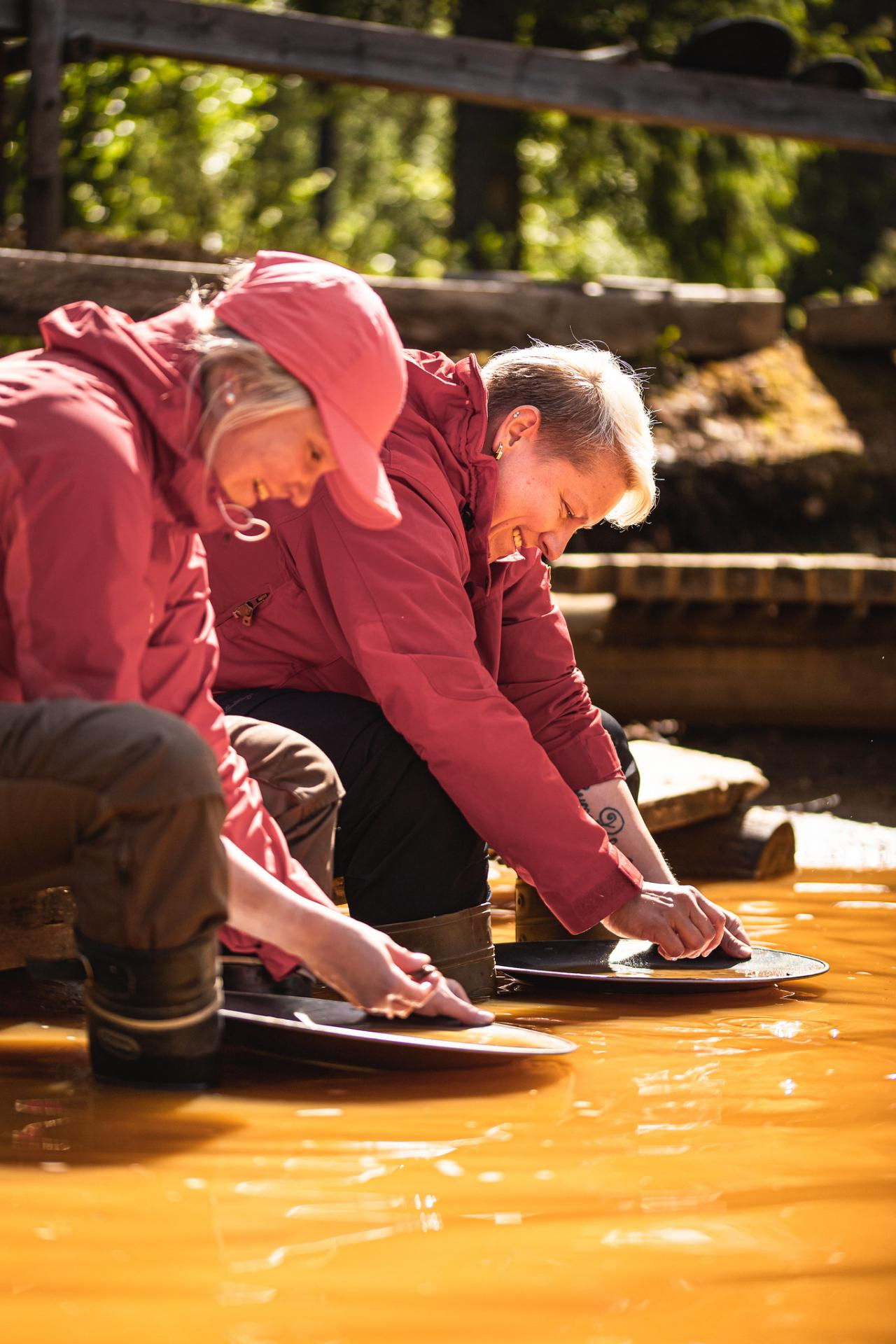 uncategorized - gold_panning_heikki_sulander_photo - Visit Sompio - 08